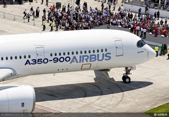 Die Lufthansa hat 59 Langstreckenflugzeuge von Boeing und Airbus zum Listenpreis von insgesamt 14 Milliarden Euro bestellt. Airbus soll 25 Flugzeuge des Typs A350-900 liefern