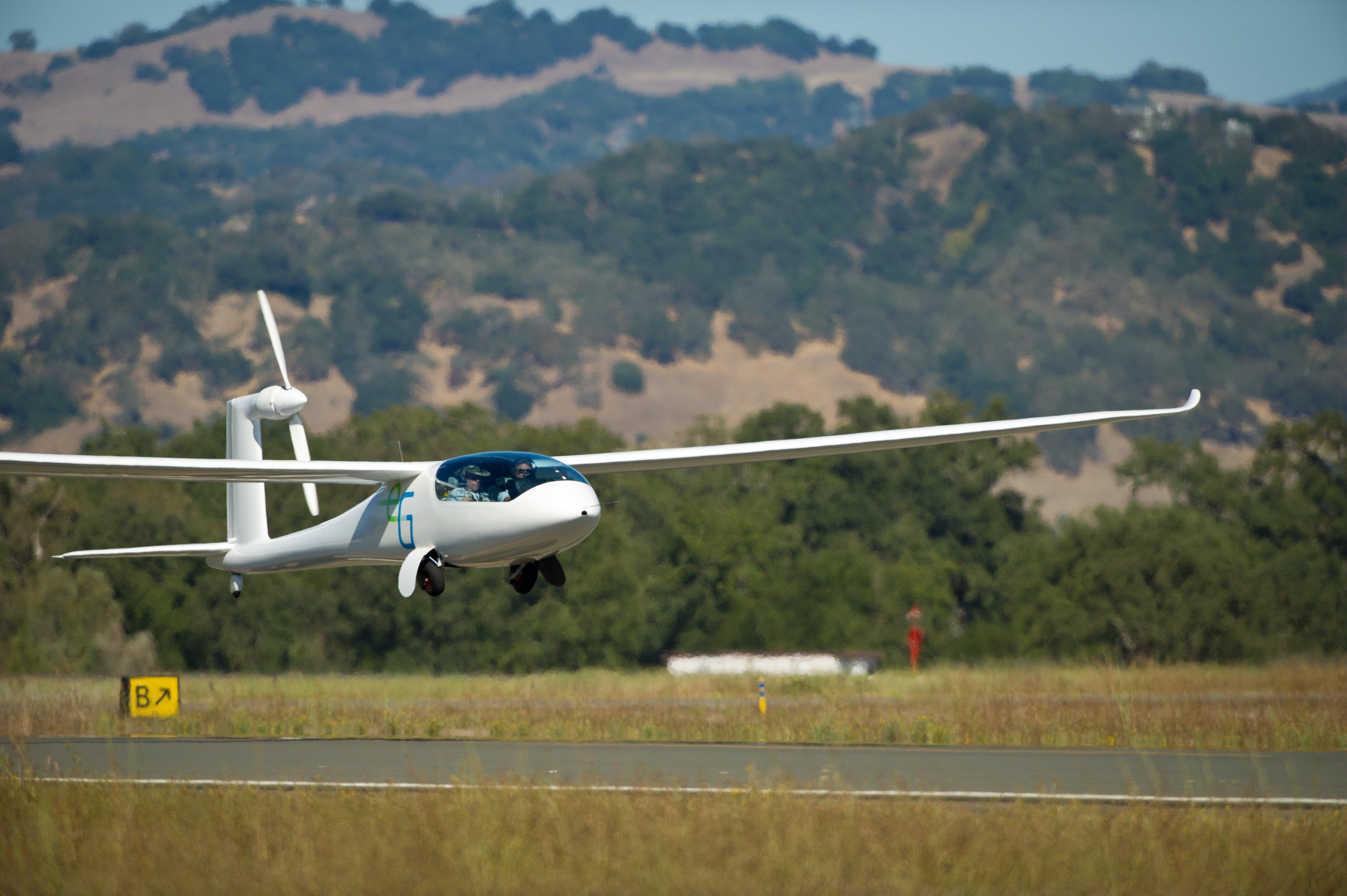 Start der e-Genius 2012 bei einem Wettflug der NASA in den USA: Mit einem Lärmpegel von 62 Dezibel beim Start ist das Batterieflugzeug weltweit das leiseste seiner Art.