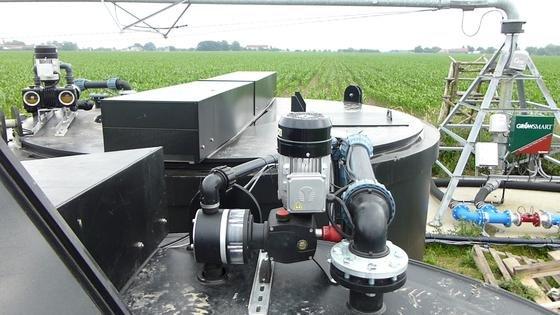 Das neue softwaregestützte Bewässerungs- und Düngesystem im Einsatz auf dem Acker.