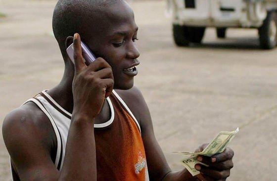 Der Zugang zum Internet – mobil und per Festnetz – ist in manchen Teilen der Welt kaum verbreitet. Vor allem in Afrika sind weite Teile der Bevölkerung vom Internet abgeschnitten, so eine aktuelle UNO-Studie.