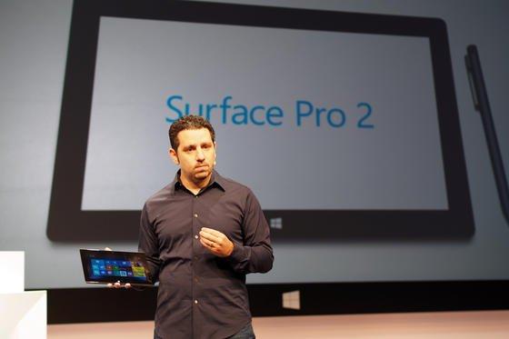 Der Microsoft Vizepräsident für Tablet-Computer, Panos Panay, stellt am 23. Septmber 2013 in New York das Microsoft Surface Pro 2. vor. Microsoft unternimmt einen neuerlichen Versuch, auf dem boomenden Markt der Tablet-Computer Fuß zu fassen.
