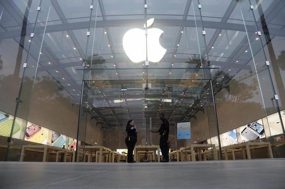 Apple hat sich zur weltweit wertvollsten Marke gemausert. Beim Ranking der Unternehmensberatung Interbrand verdrängte der IT-Konzern nach 13 Jahren erstmals Coca-Cola vom ersten Platz.