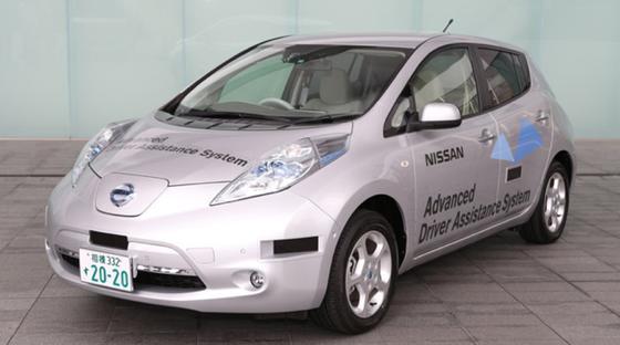 """Nissan hat für sein halbautonomes Auto Leaf in Japan die Straßenzulassung für Testfahrten erhalten. Bis 2020 will der Autobauer das """"Roboterauto"""" zur Serienreife bringen."""