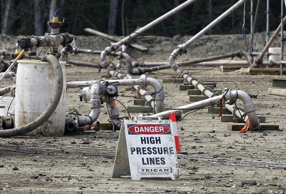 Eine Frackingbohrstelle, bei der Gas aus tieferen Gesteinsmassen mit Druck und Chemie herausgelöst wird.