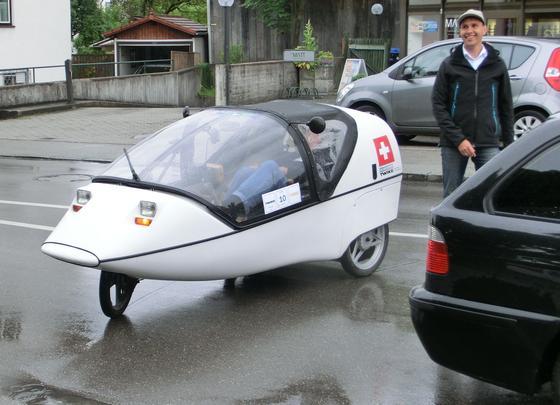 Werner Hillebrand-Hansen betreibt einen Elektro-Auto-Verleih am Ammersee, ist Veranstalter der Rallye eRuda und will jetzt mit einem Renault Zoe eine 1000-Kilometer-Fahrt absolvieren, um die Alltagstauglichkeit reiner Elektroautos zu demonstrieren.