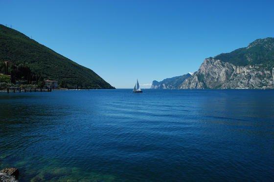 Idylle pur am Gardasee: Selbst Wissenschaftler waren überrascht, dass sich vor allem amNordstrand des Sees große Mengen kleinteiliger Kunststoffabfälle ansammeln.