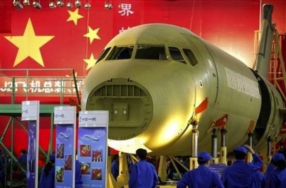 Der chinesische Flugzeugbauer Comac will bis 2025 ein Großgraumflugzeug bauen. Gespräche mit potentiellen Kunden in China und Asien wurden bereits geführt.