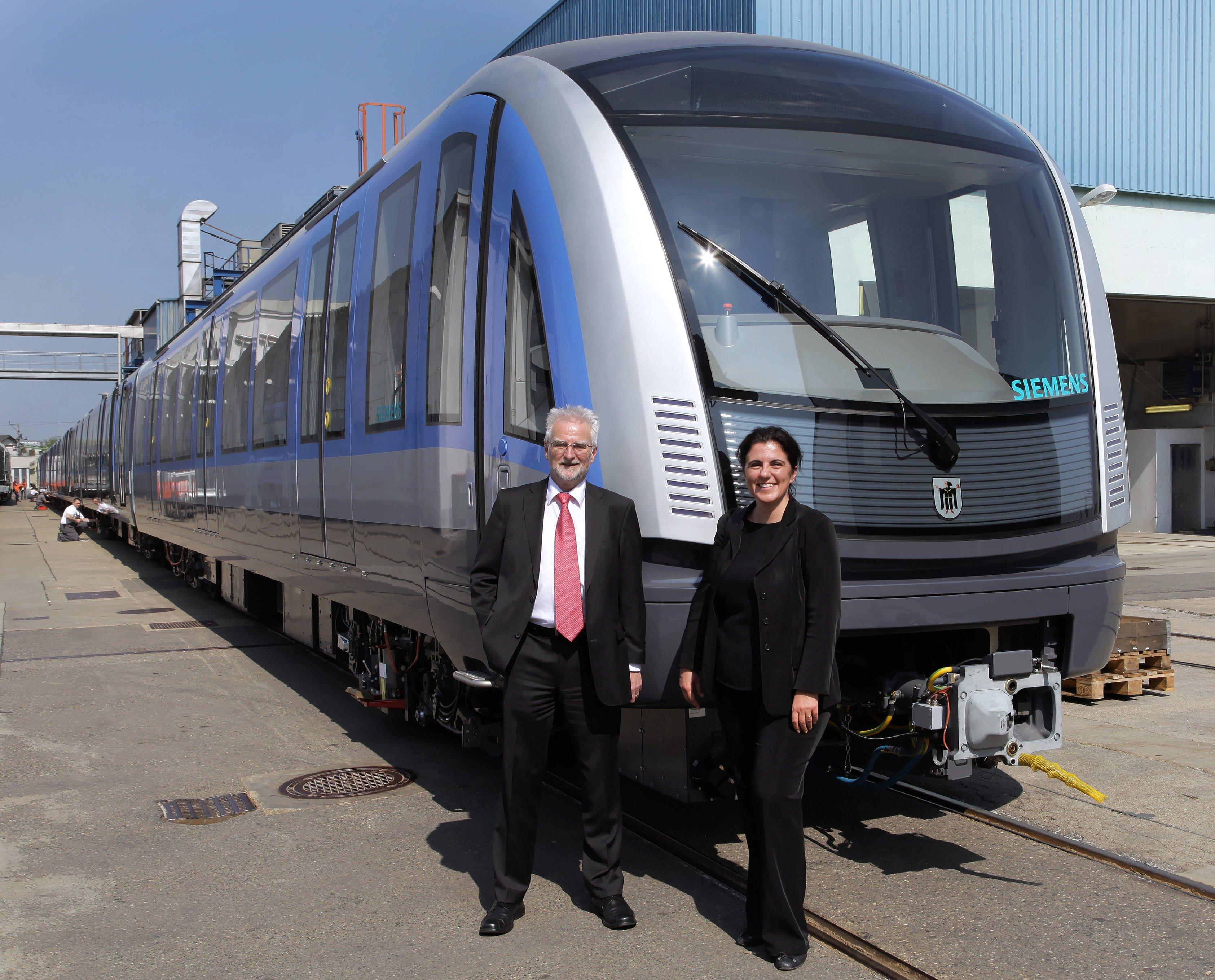 Im April 2013 hat der erste Zug der neuen Münchner U-Bahn im Beisein von MVG-Geschäftsführer Herbert König und Sandra Gott-Karlbauer, CEO Siemens Urban Transport, das Produktionswerk in Wien verlassen. Der Zug wurde ins Prüf- und Validationcenter Wegberg-Wildenrath gebracht, um dort ein umfangreiches Testprogramm zu absolvieren. Die Auslieferung der ersten Züge an die Münchner Verkehrsgesellschaft (MVG) ist noch für dieses Jahr vorgesehen.