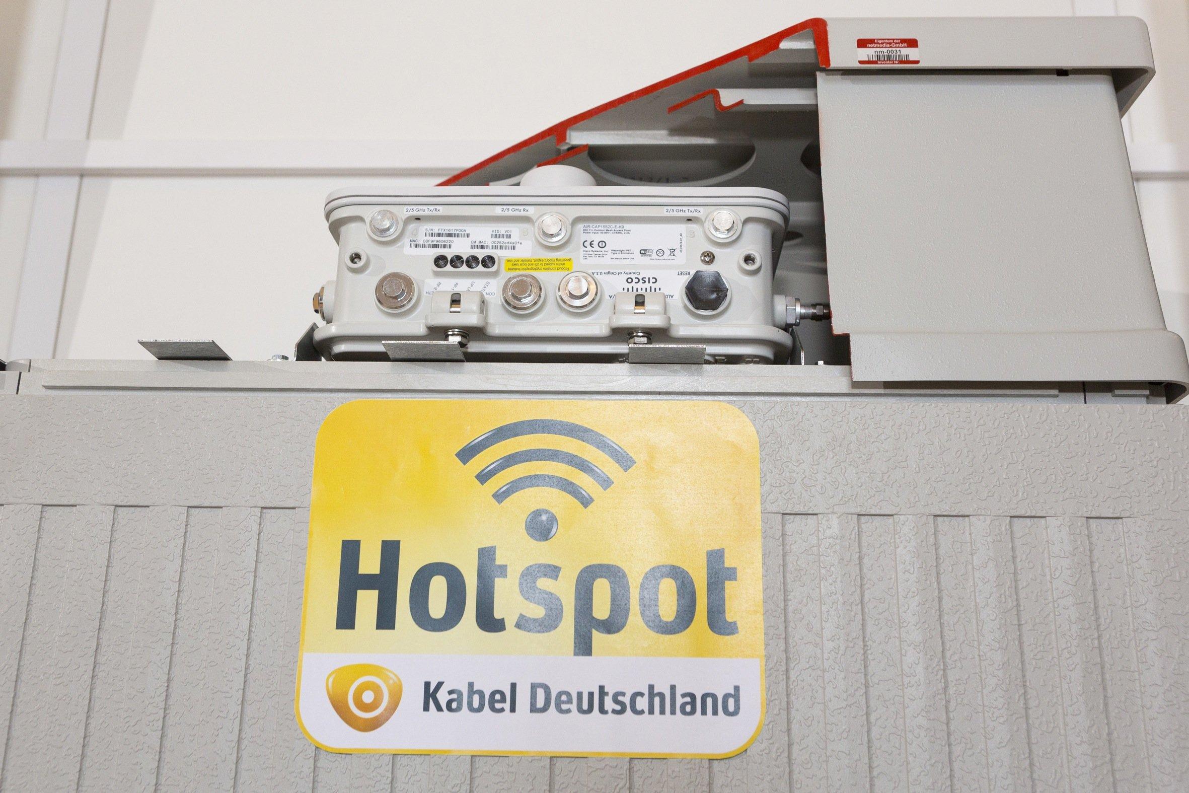 WLAN-Hotspot von Kabel Deutschland bekommen einen Aufsatz, in dem sich die Technik versteckt, um ein WLAN-Netz anzubieten, das sich bis zu 100 Meter im Umkreis erstreckt.