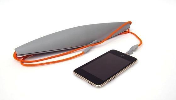Xarius ist eine kleine Windturbine für die Hosentasche, die schon ein laues Lüftchen in Strom umwandeln und speichern kann. Anschließend lässt sich beispielsweise ein Smartphone mit der Energie aufladen.