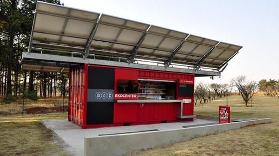 Das erste Ekocenter wurde von Coca-Cola im August in Heidelberg in Südafrika eröffnet.