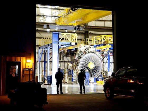 Airbus liefert den neuen A 350 ausschließlich mit dem neuen XWB-Triebwerk von Rolls-Royce nach Japan. An dem Triebwerk haben führende japanische Zulieferer mitgearbeitet – ein wichtiger Grund für den Erfolg des A 350 XWB in Japan.