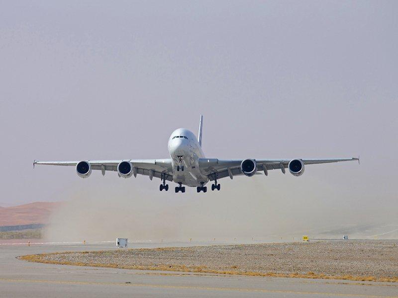 Testflug bei großer Hitze mit einem Airbus A 380.