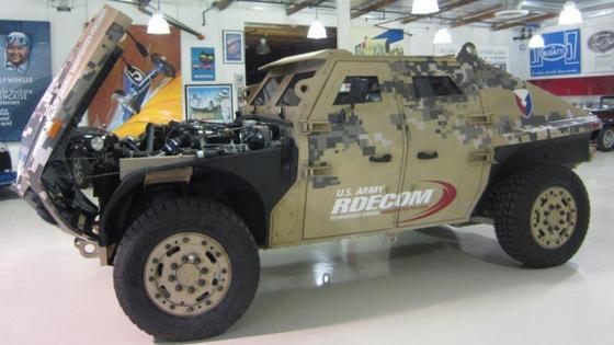 FED ALPHA: Der Prototyp eines neuen viersitzigen leichten Kampffahrzeuges für die amerikanischen Truppen wurde größtenteils von Alcoa mitentwickelt. Für die Panzerung wurde Aluminium statt Stahl verwendet.
