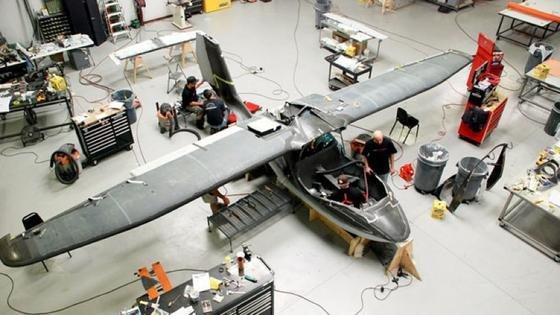 Das Amphibienflugzeug Icon A5 wird zusammengebaut.