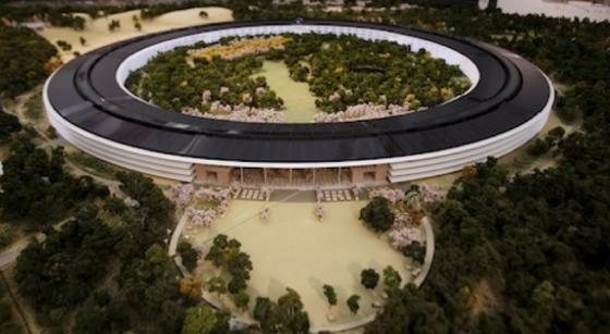 """Das Modell der geplanten neuen Konzernzentrale von Apple. Die kalifornische Stadt Cupertino hat den Bau des """"Raumschiffs"""" jetzt genehmigt."""