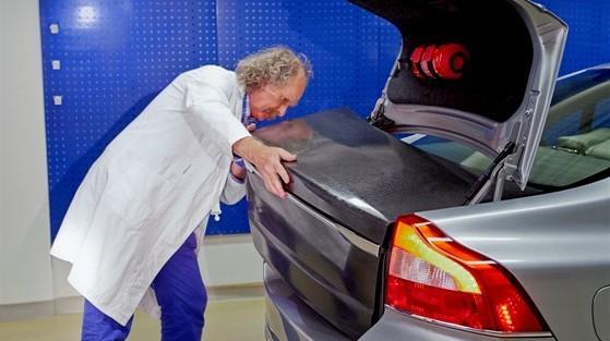 Volvo Batterien StorAGE: Der Autobauer hat Leichtbau-Energiespeicherkomponenten entwickelt. Sie werden in Kohlefasermaterial integriert.