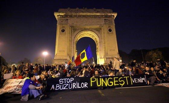 Demonstration gegen Fracking in Bukarest: Frankreich ist das erste Land Europas, das Fracking im gesamten Land verbietet. Das französische Verfassungsgericht hat endgültig entschieden, dass das französische Frackingverbot zulässig ist.