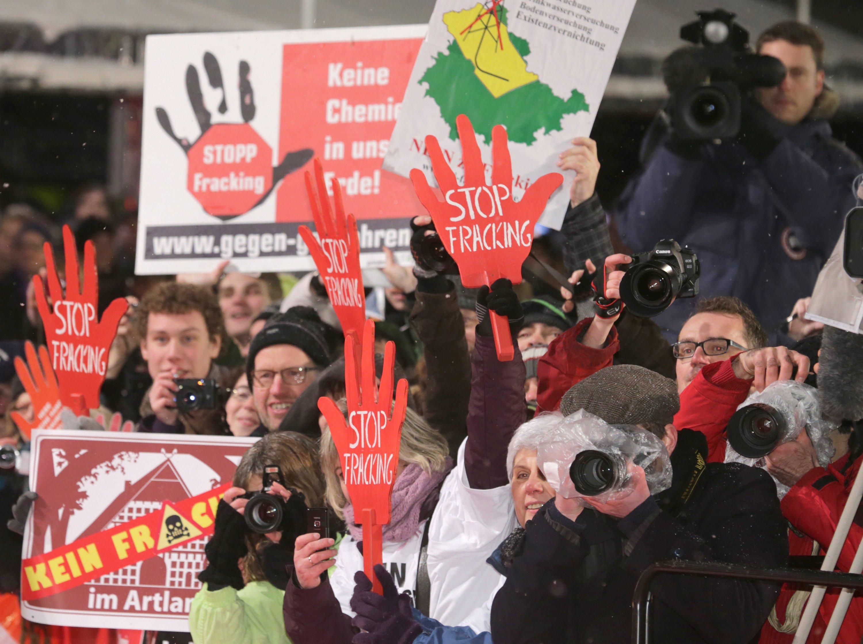 Demonstration gegen die Zulassung des Frackings während der Filmfestspiele 2013 in Berlin.