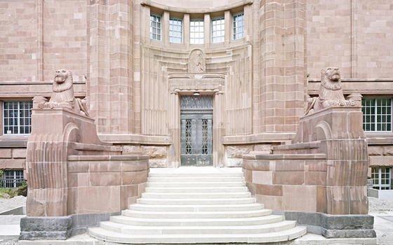 Bei der energetischen Sanierung der Kunsthalle Mannheim wurde aufgrund der Jugendstilfassade auf jede Außendämmung verzichtet. Die Energieeinsparungen wurden durch Innendämmung und moderne Technik erreicht.