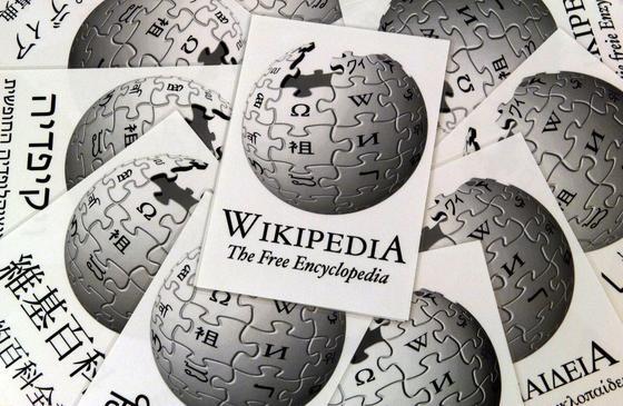 Wikipedia steht auf Platz sechs der weltweit meistbesuchten Webseite. Jetzt kämpft das Internet-Lexikon gegen manipulierte und gekaufte Beiträge und hat 250 Benutzerkonten gesperrt.