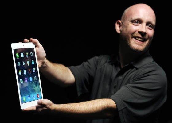 Vorstellung des iPad Air am späten Dienstagabend in San Francisco: Apple will mit leichteren und schnelleren iPads Marktanteile sichern. Große Produktiinnovationen hatte Apple allerdings nicht zu bieten. Ein Apple-Fernseher, über den seit vier Jahren spekuliert wird, wurde auch diesmal nicht vorgestellt.