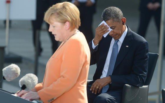 Für Barak Obama könnte es nun peinlich werden. Denn der deutschen Bundesregierung liegen Informationen vor, dass US-Geheimdienste das Handy von Angela Merkel abgehört haben könnten. Die Bundeskanzlerin hat bereits mit Obama telefoniert und um Aufklärung gebeten.