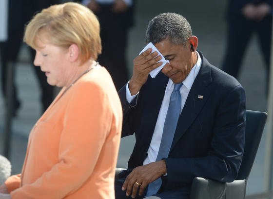 US-Präsident Barack Obama gerät zunehmend ins Schwitzen: Was wusste er wirklich über den Lauschangriff auf Bundeskanzlerin Angela Merkel? Umfassende Aufklärung fehlt bisher. Allerdings sind auch die Dementis eher dürftig.