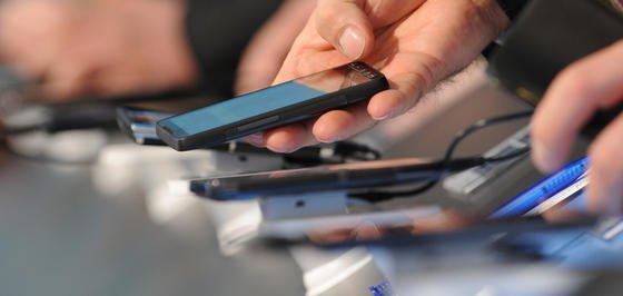 Hält der Boom an, könnte der weltweite Smartphone-Absatz dieses Jahr erstmals die Milliardenmarke erreichen. Erfolgreichstes Unternehmen am Markt ist Samsung, gefolgt von Apple. Nokia hingegen verliert an Boden.