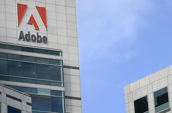 Der Firmensitz von Adobe in San Jose, Kalifornien: Bei einem Einbruch in die Server des Software-Unternehmenserbeuteten Hacker 38 Millionen Kundendaten, darunter auch 2,9 Millionen Kreditkartendaten.