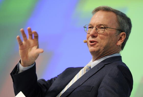 Google-Verwaltungsratschef Eric Schmidt hat gut lachen: Der Internet-Konzern zahlt in Europa fast keine Steuern, wie viele andere US-Konzerne auch. Italien will das jetzt ändern: Nur noch Unternehmen, die in Italien auch über eine Agentur Steuern zahlen, dürfen im Internet werben und verkaufen.