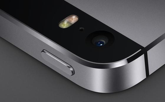 Mit Saphirglas geschützte Kamera des iPhone 5S: Apple will das Spezialglas künftig in den USA produzieren.