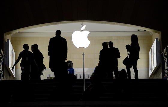 Apple will offenbar künftig auch mit größeren und gebogenen Displays aufwarten. Sie sollen zudem mit besseren Sensoren ausgestattet werden, die unterschiedlich starken Druck bei der Benutzung des Touchscreens erkennen können.