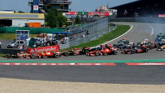 Start des Großen Preises von Deutschland im Juli 2013 auf dem Nürburgring: Der ADAC hat ein Kaufangebot für den Nürburgring abgegeben, um die Rennstrecke zu sichern.
