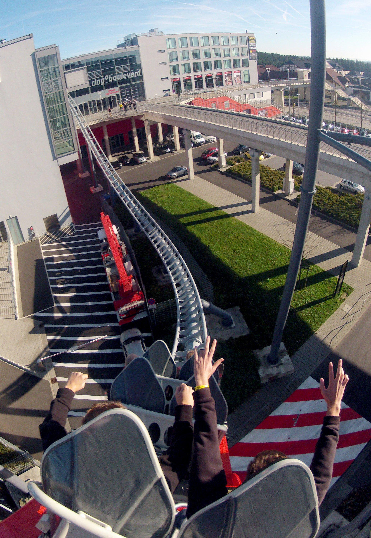 Die bis zu 180 km/h schnelle Achterbahn Ringracer hat am 31.10.2013 am Nürburgring mit vier Jahren Verspätung den Betrieb aufgenommen. Der Ringracer kümpfte lange um seine Betriebsgenehmigung.