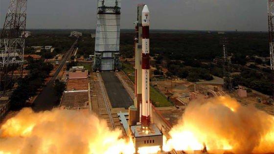 Start der indischen Trägerrakete PSVL auf dem Weltraumbahnhof Sriharikota im südindischen Andhra Pradesh: Indien will ins Geschäft mit dem Transport von Satelliten ins Weltall einsteigen