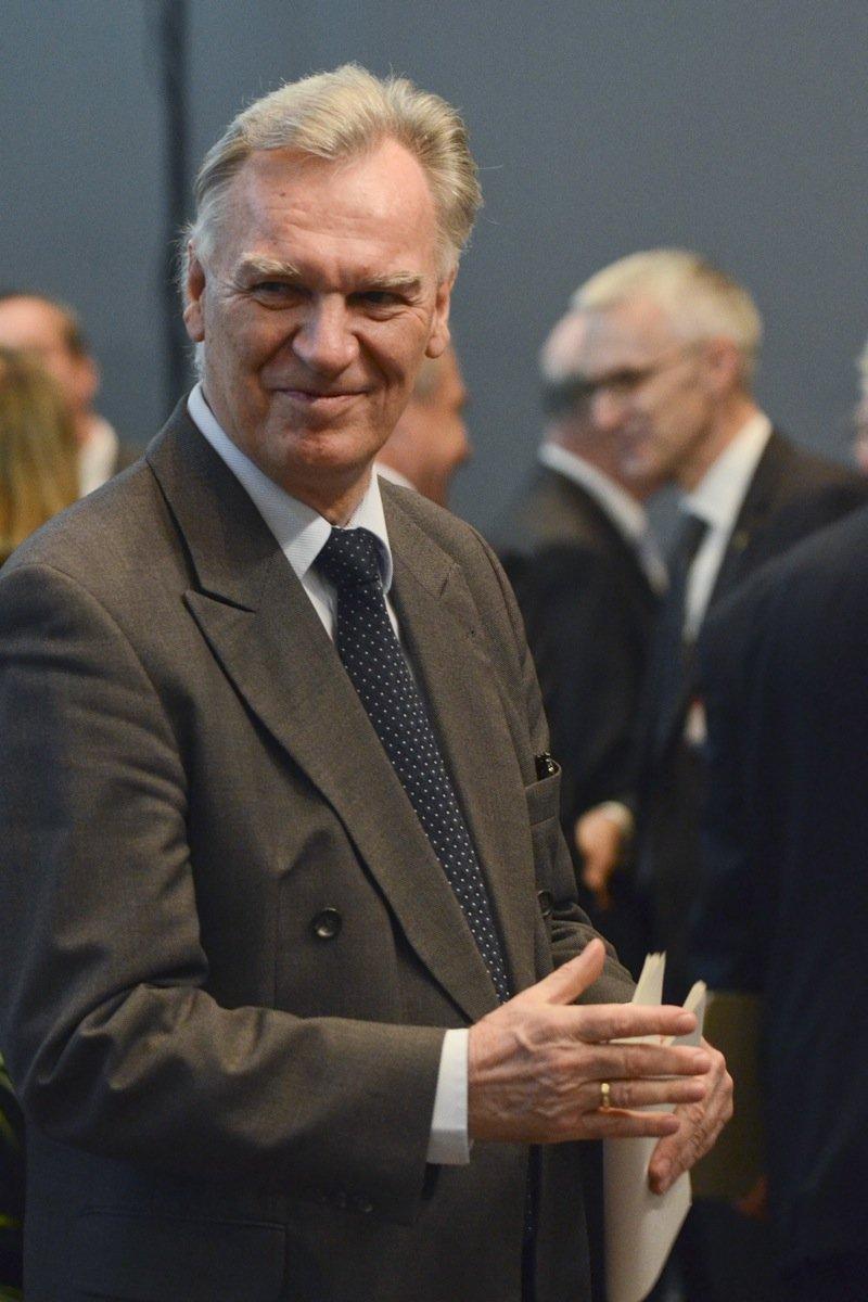 Herbstagung Bundeskriminalamt:BKA-Präsident Jörg Zierckeauf dem Weg in den Tagungssaal.