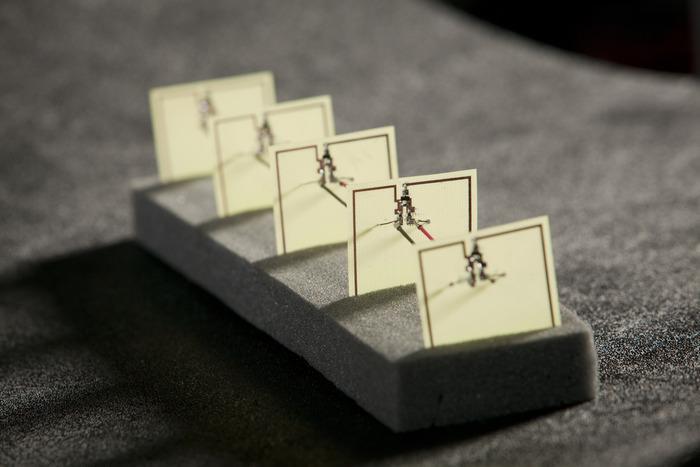 Metamaterial: Diese Platten fangen elektromagnetische Wellen ein und wandeln sie in Strom um, mit dem man zum Beispiel den Akku eines Smartphones aufladen kann. Dieses Testmodul erzeugt 7,3 Volt.