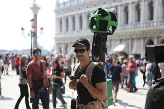 Am Rande des Markusplatzes in Venedig: Auch Daniele Rizzetto, Street View Operations Manager, ging zu Fuß durch Venedig, um Bilder für den Dienst Street View aufzunehmen.