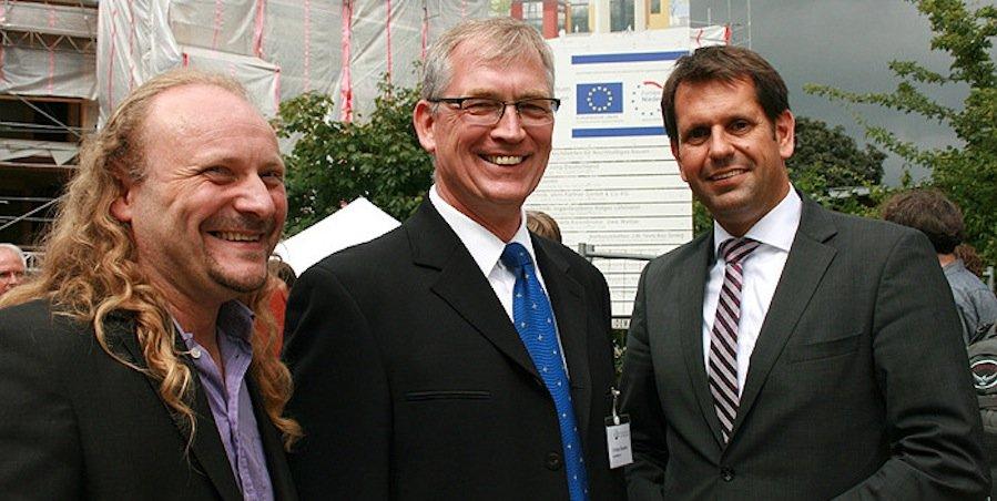 Richtfest des NZNB im August 2013: Niedersachsens Wirtschaftsminister Olaf Lies (Mitte) mit NZNB-Geschäftsführer Christian Silberhorn (Rechts) und Architekt Thomas Isselhard (Links)