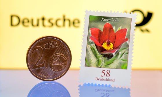 60 Cent soll eine Standardbriefmarke ab Januar 2014 kosten. Die Deutsche Post plant zudem, Preise für den Paketversand zu erhöhen.