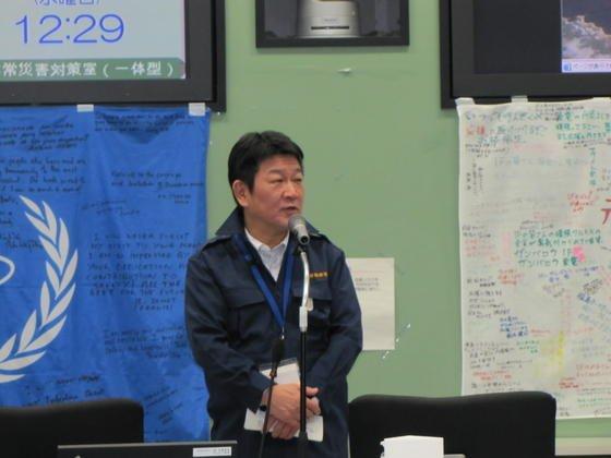 Japans Wirtschaftsminister Toshimitsu Motegi bei einer Besichtigung des Energiekonzerns Tepco: Japan will weiter auf Atomkraft und fossile Kraftwerke setzen und verabschiedet sich von den Klimazielen des Kyoto-Abkommens.