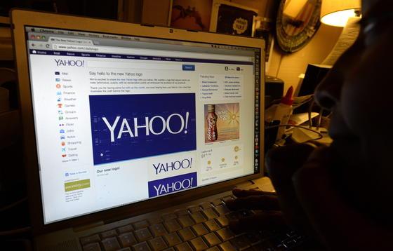 Der amerikanische Internetkonzern Yahoo will die Daten seiner Nutzer künftig verschlüsseln, um sie vor dem Zugriff der Geheimdienste zu schützen.