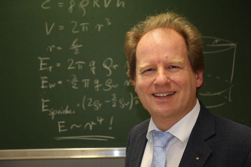 Der Lageenergiespeicher ist eine Erfindung von Professor Eduard Heindl. Er ist Wissenschaftler, Erfinder und Unternehmer.