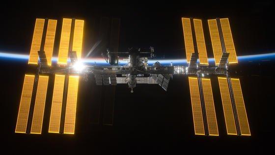 Die ISS im Sonnenlicht: Genau vor 15 Jahren begann der Aufbau der Internationalen Raumstation ISS.