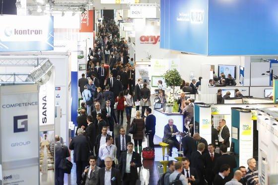 130.000 Fachleute, davon 50 Prozent aus dem Ausland, erwartet die MEDICA 2013 in Düsseldorf. 4641 Aussteller aus 66 Nationen präsentieren Neuentwicklungen aus der Medizintechnik.