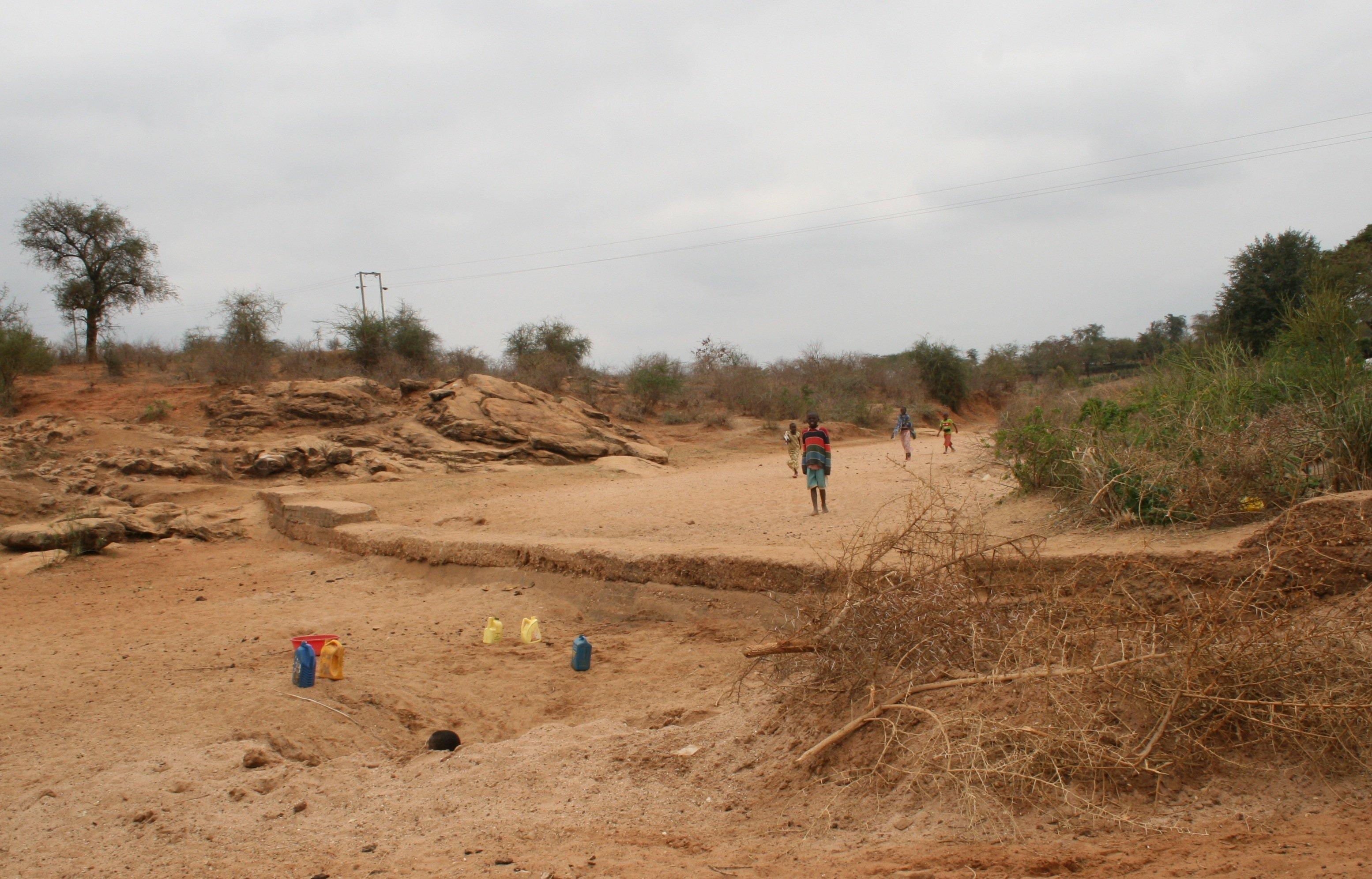 Sanddamm in einem Flussbett in Kenia: Nach diesem Vorbild will die Initiative