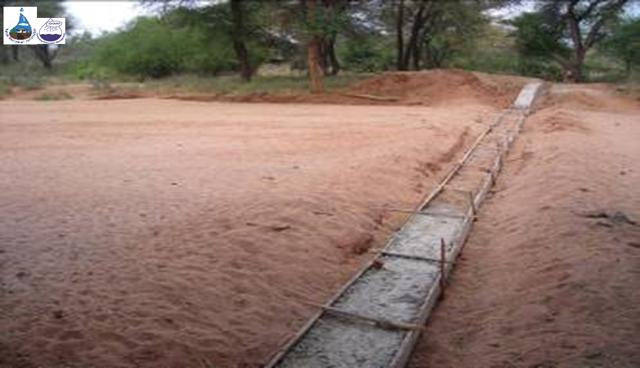 In Eritrea regnet es drei Monate lang stark, dann herrscht neun Monate lang Trockenheit. Ins Sediment der Flüsse eingelassene Mauern verhindern, dass das Wasser ins Tal schießt. Das Sediment bleibt die gesamte Trockenzeit feucht, nur der obere Meter trocknet aus.