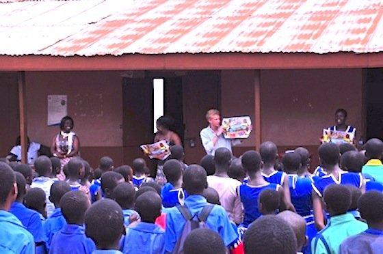 Das Trennen von Plastikmüll ist unüblich in Ghana und wird an der Schule inBerekum im Unterricht erklärt. Ingenieure wollen in der Region ein Recyclingsystem aufbauen.