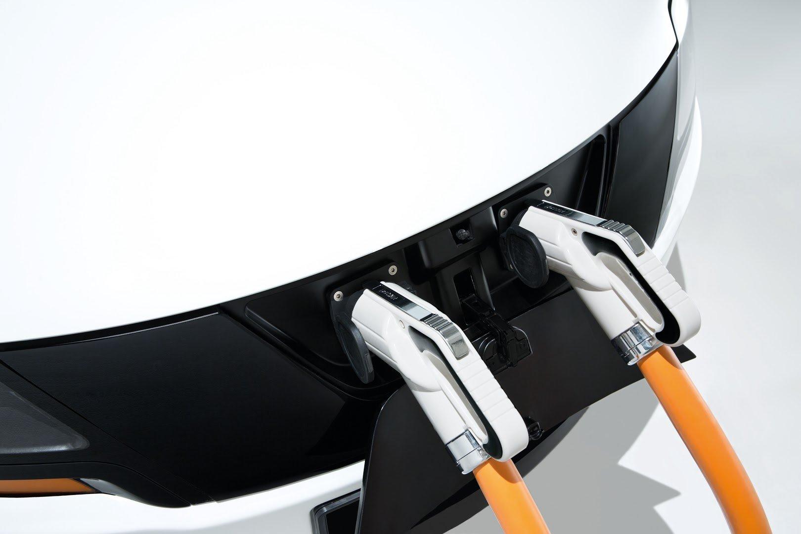 Das Elektrotaxi Eva der TU München verfügt über ein Schnellladesystem. In nur 15 Minuten kann der Lithium-Polymer-Akku auf 80 Prozent aufgeladen werden.